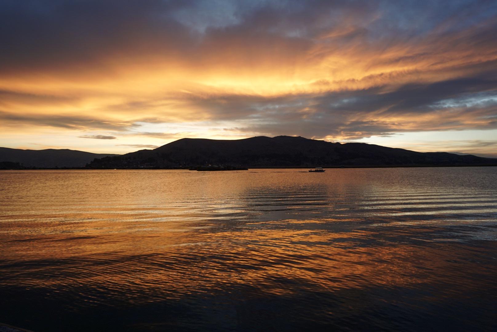 Tramonto sul lago Titicaca
