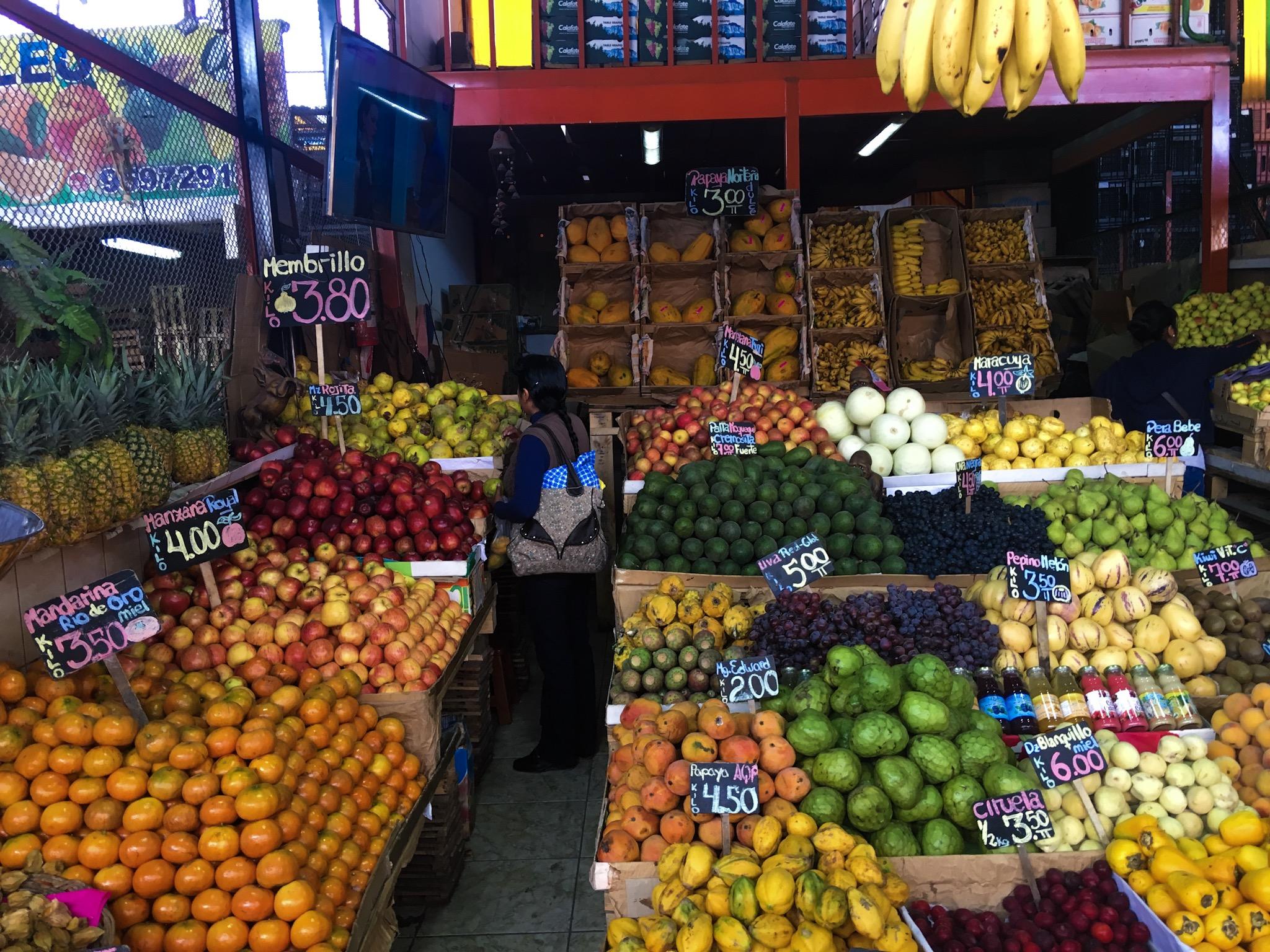 Mercato di frutta in Peru